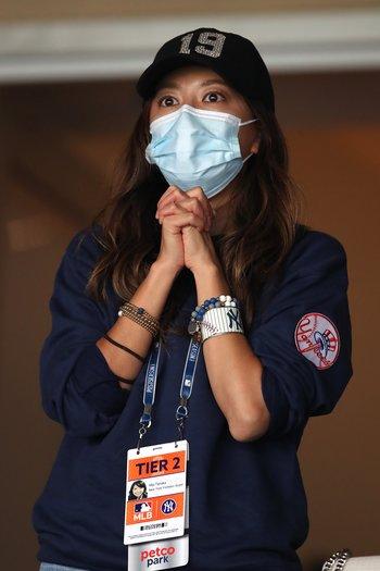 レイズ戦を見守る妻・里田まい ©Getty Images