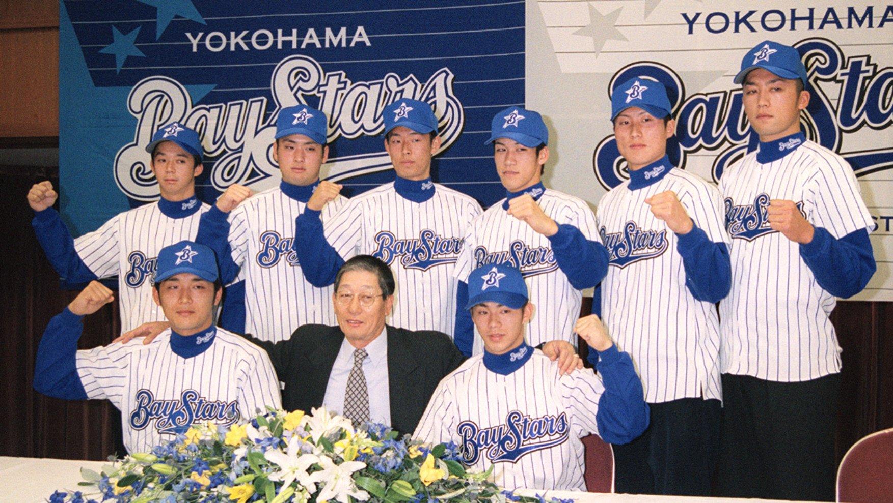 1999年ドラフト組の入団位会見。前列左が木塚コーチ、後列一番右にいるのが中野渡氏だ ©︎Kyodo News