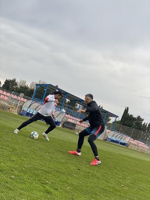 サラゴサの元チームメイト、ダニエル・トーレスとクラブの練習場で1対1のトレーニング (C)UDN SPORTS