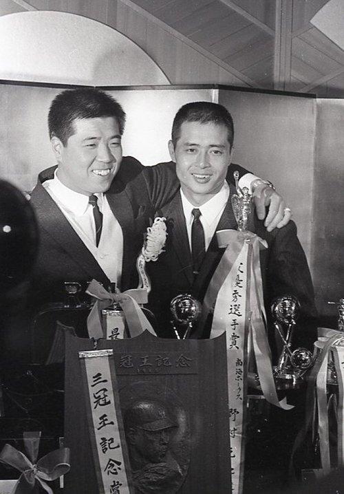 1965年、MVPに輝いた時の野村(左)と王©JIJI PRESS