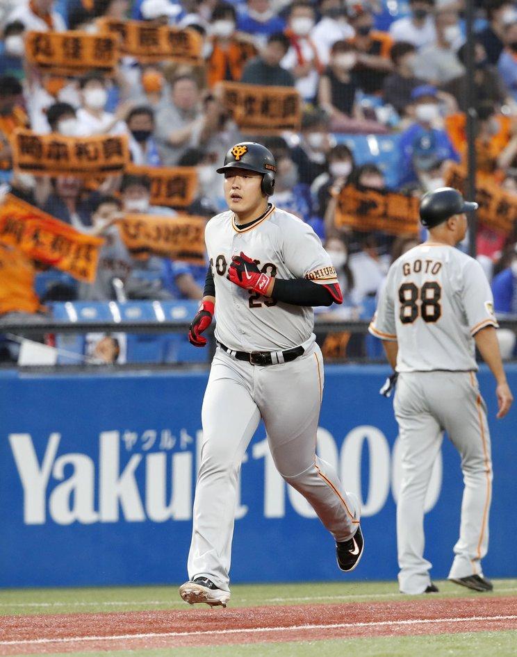DeNA戦で24号を放った岡本©Kyodo News
