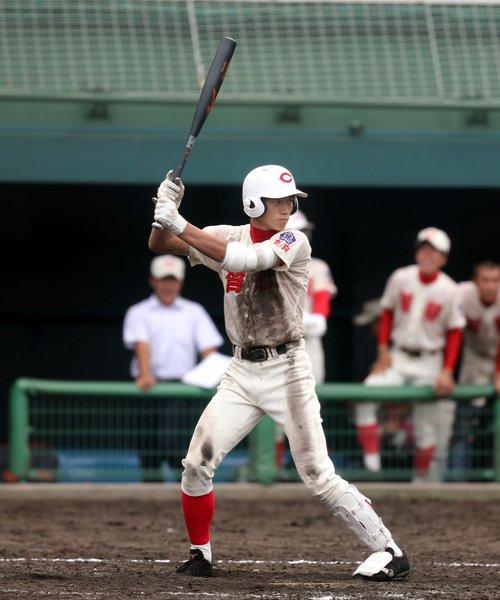 智弁学園時代の廣岡。3年夏は県予選2回戦で強豪・天理に敗れたが、その才能を評価され、ヤクルトにドラフト2位指名された ©Sankei Shimbun