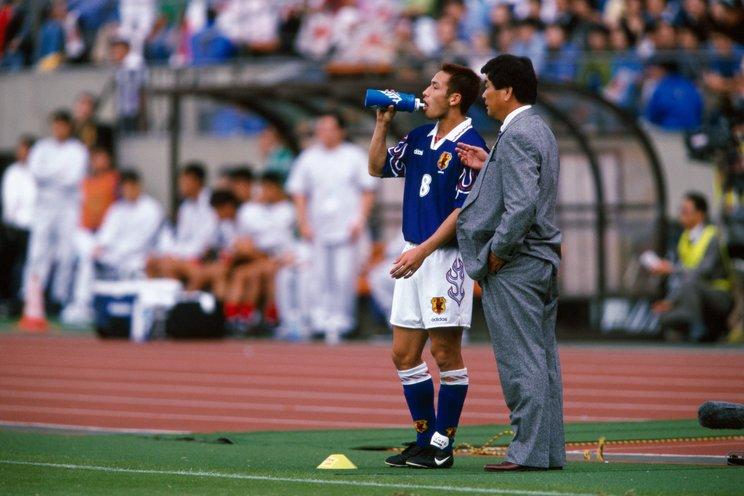 中田英寿と加茂周監督(当時)©Kazuaki Nishiyama