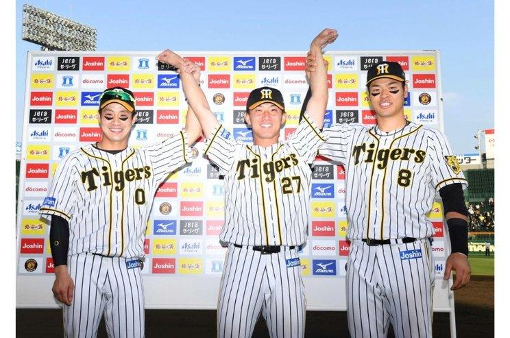 すでにお立ち台も経験した伊藤(中央)©JIJI PRESS