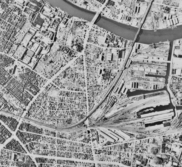 戦後間もない、1947年の南千住付近の航空写真。まだ東京スタジアムは出来ていない