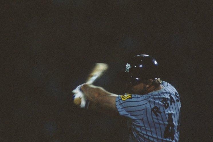 .350、54本塁打、134打点のバースは86年にも三冠王に輝いた©BUNGEISHUNJU