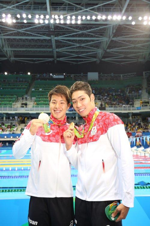 リオ五輪の瀬戸(左)と萩野©Ryosuke Monju/JMPA