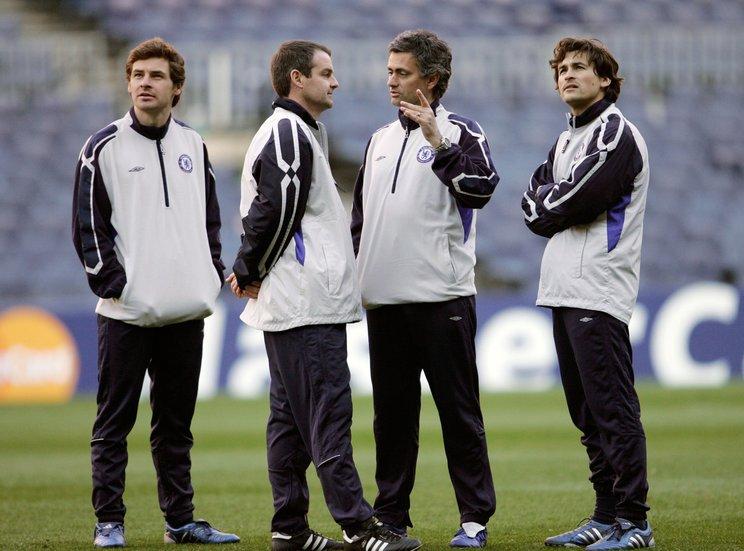 2006年、モウリーニョ政権下でのビラス・ボアス。当時28歳頃だ(左端)©Getty Images