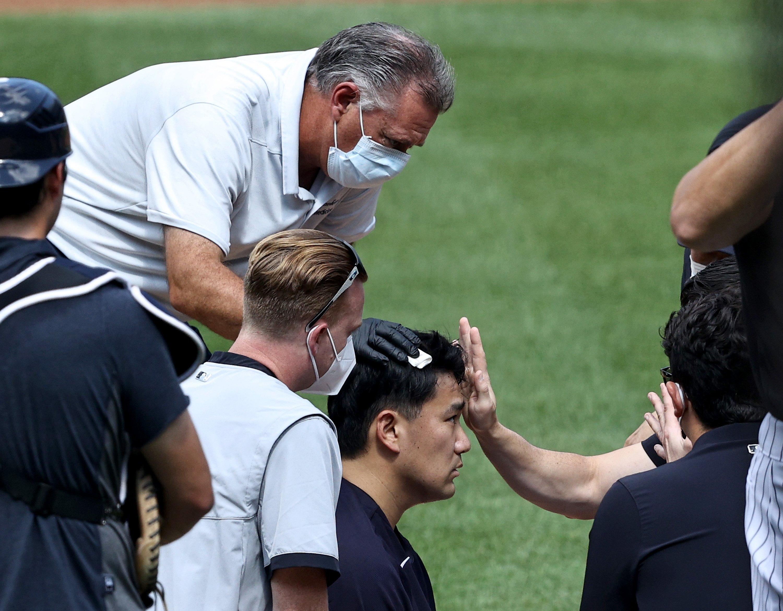 打撃練習中にボールが頭部を直撃し、脳震盪の検査を受ける田中将大(2020年)©︎Getty Images