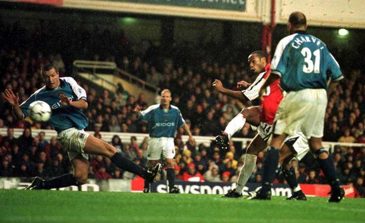 2000年、カップ戦でアーセナルなどと対戦しても力の差は歴然だった©Getty Images