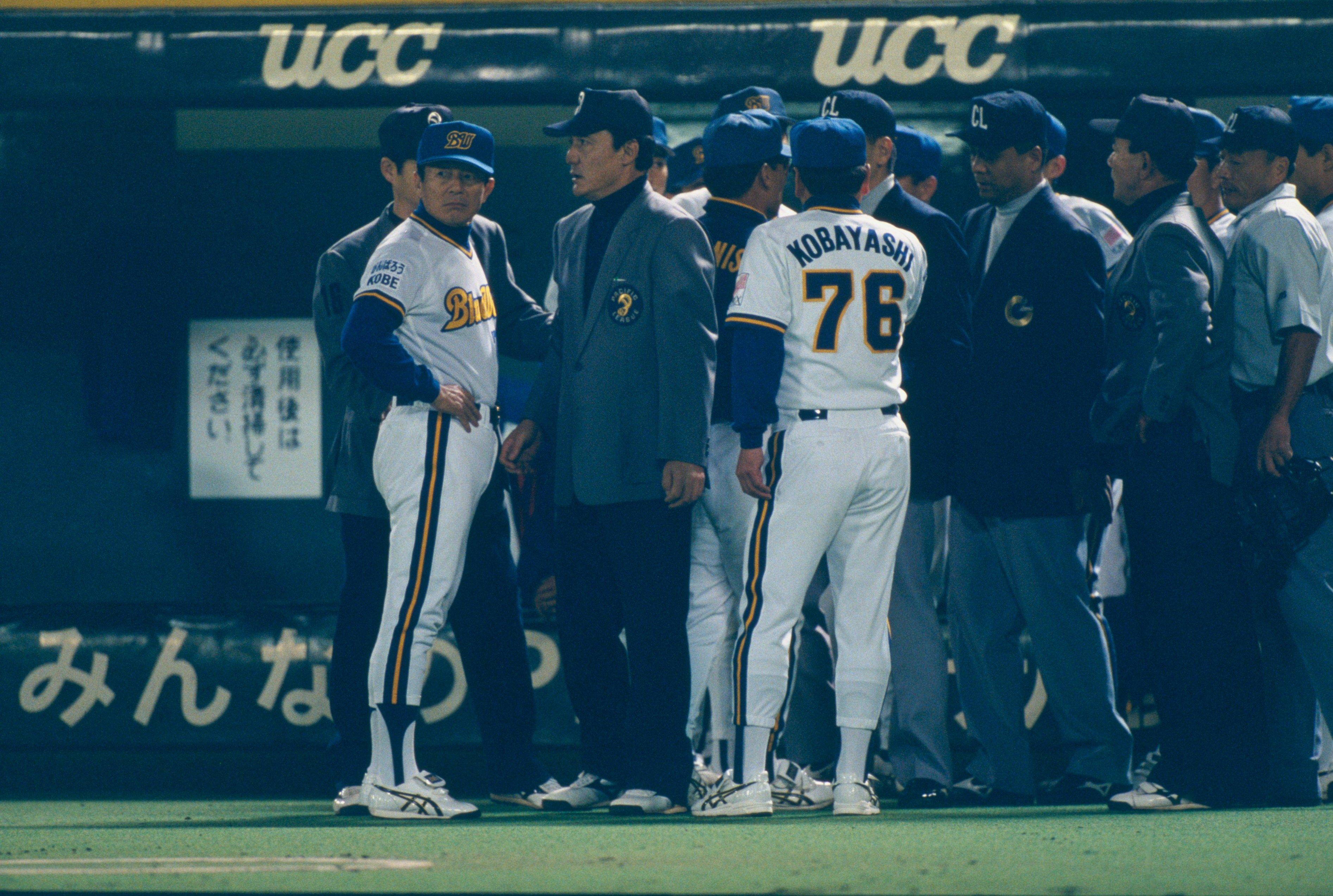 1996年 日本シリーズ 審判団に抗議する仰木彬監督 (C)Kazuaki Nishiyama