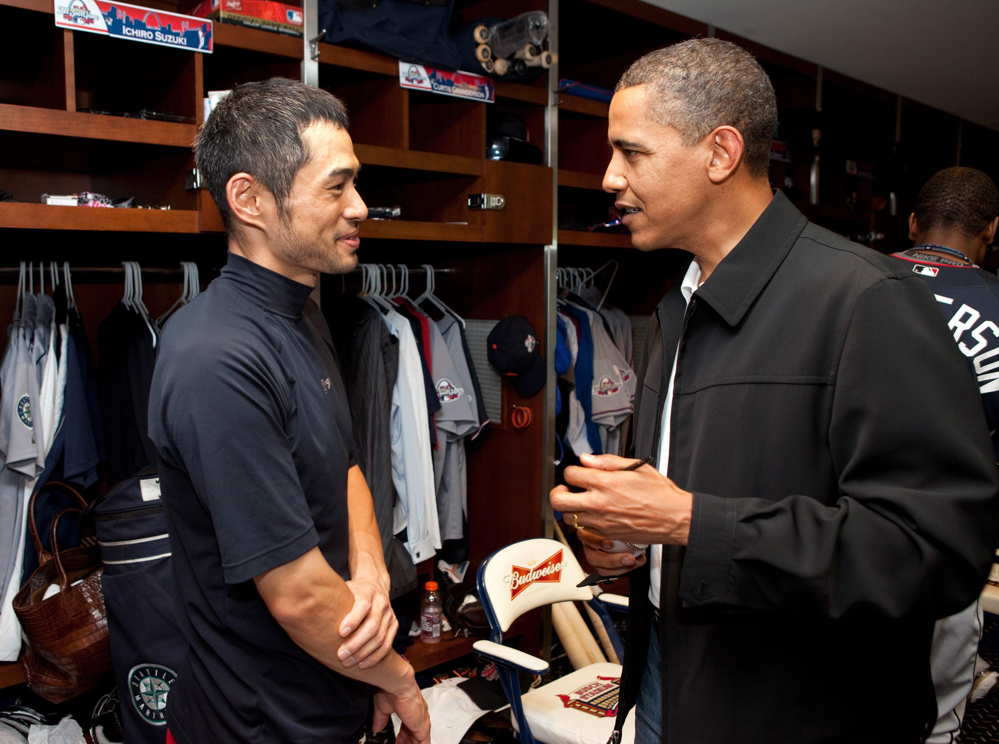 オバマ氏の突然の訪問に、恐縮ぎみのイチロー ©Getty Images