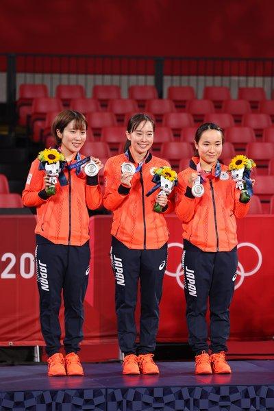 東京五輪で銀メダルに輝いた平野、石川、伊藤の女子団体