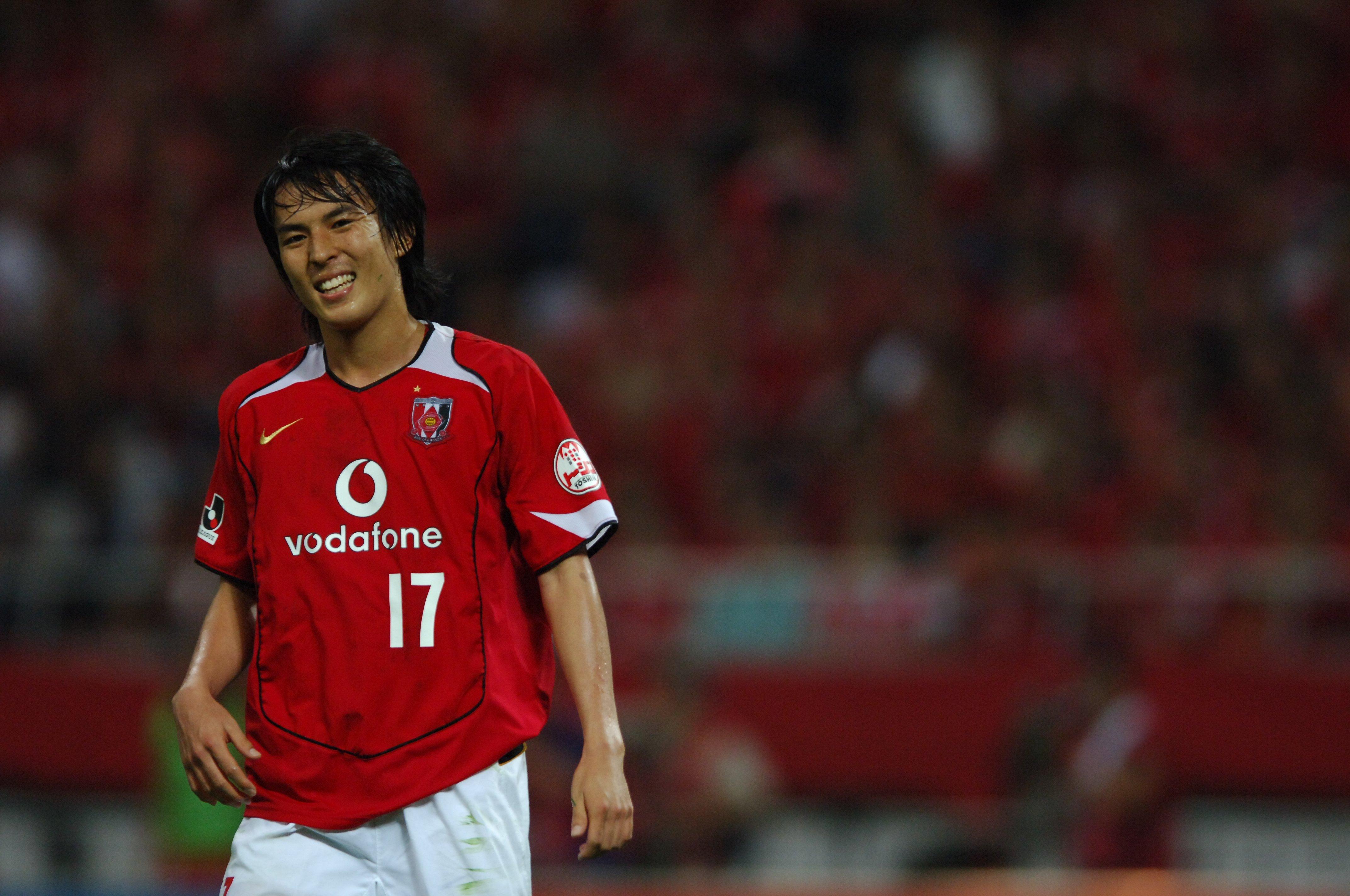 高校卒業後、2002年〜07年まで浦和レッズでプレーした長谷部誠(写真は05年のJリーグで) ©BUNGEISHUNJU