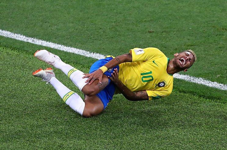 """ロシアW杯で批判の的となった""""転倒""""©Getty Images"""