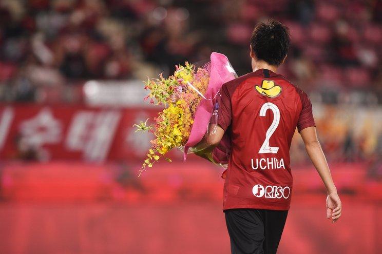 セレモニーを終えたあと、スタジアムを一周してサポーターたちに感謝を伝えた(c)Itaru Chiba
