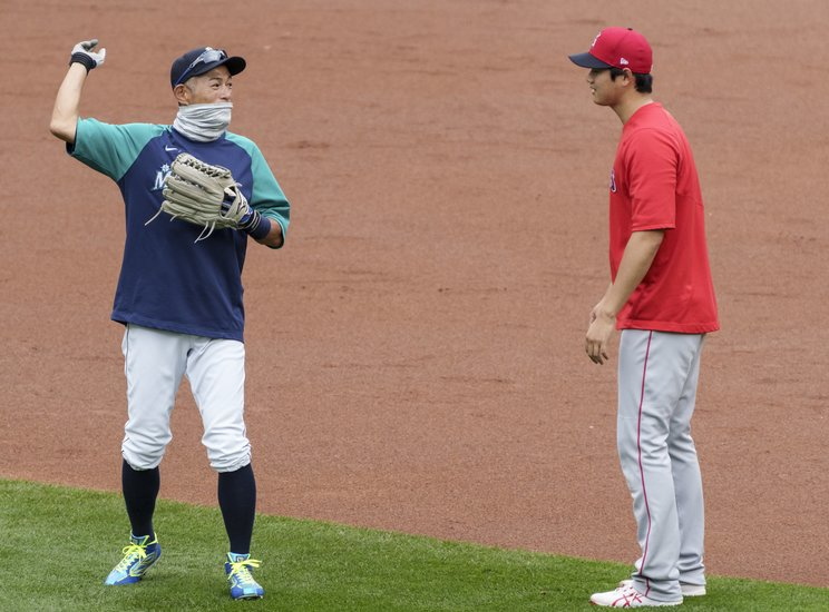 今季の試合前に談笑するイチローと大谷©Getty Images